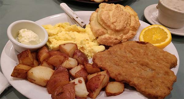Scrabled Eggs, Bisquits and Hashbrowns for Kids